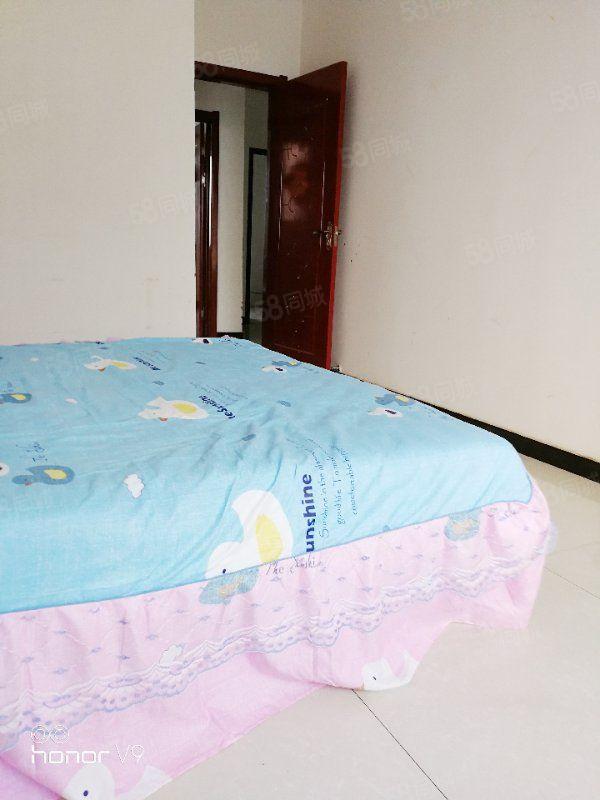 世界城精装修两居室,家具家电齐全,包物业取暖费1200