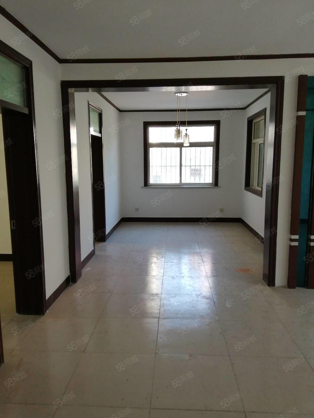 急售名馨花园大三室1楼,135平三室带车库32平,94.8万