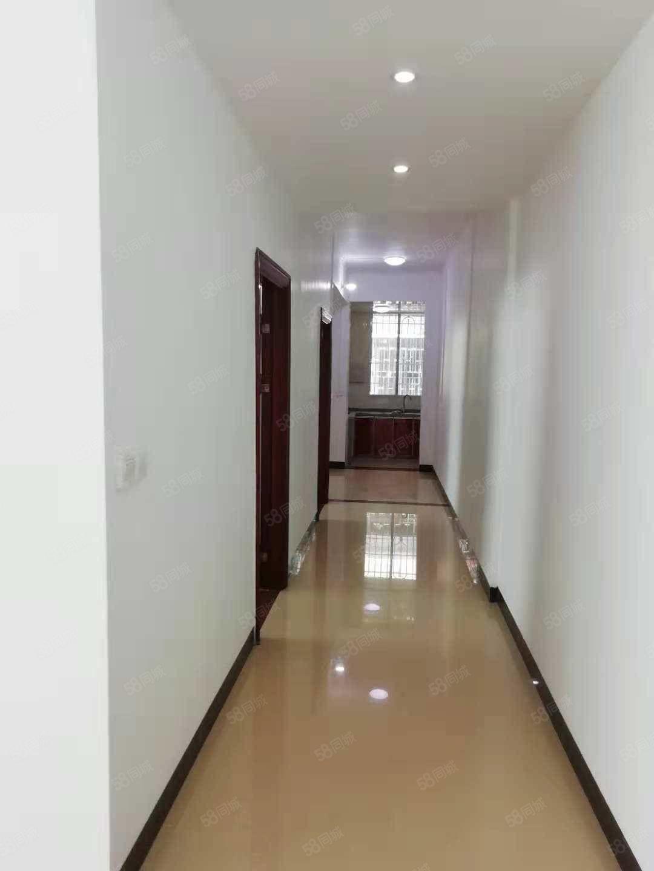 龙英路步梯95平方3房2厅装修好未入住过近龙湖,龙中光线充足