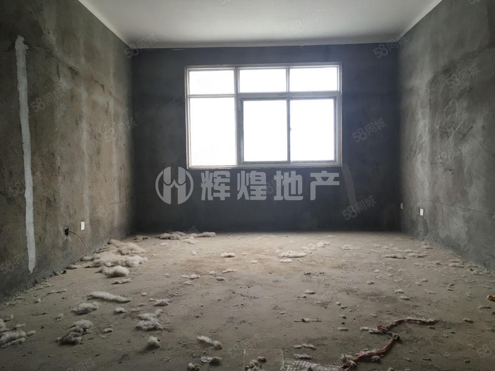 急售学校旁边香榭丽舍毛坯大三房仅售4600平!