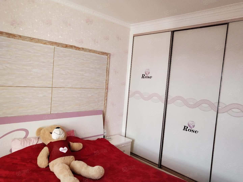 航天家園附近春景苑4樓3室2廳精裝修帶家具熱水器