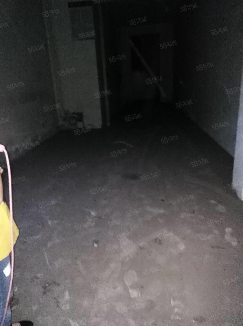 開發區尚林苑三樓,未裝33萬