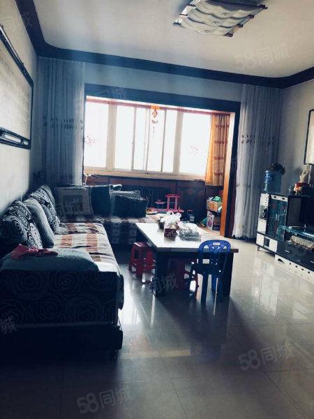 房子三室两厅,楼层适中,东西通透,采光良好,精装修,产权清晰