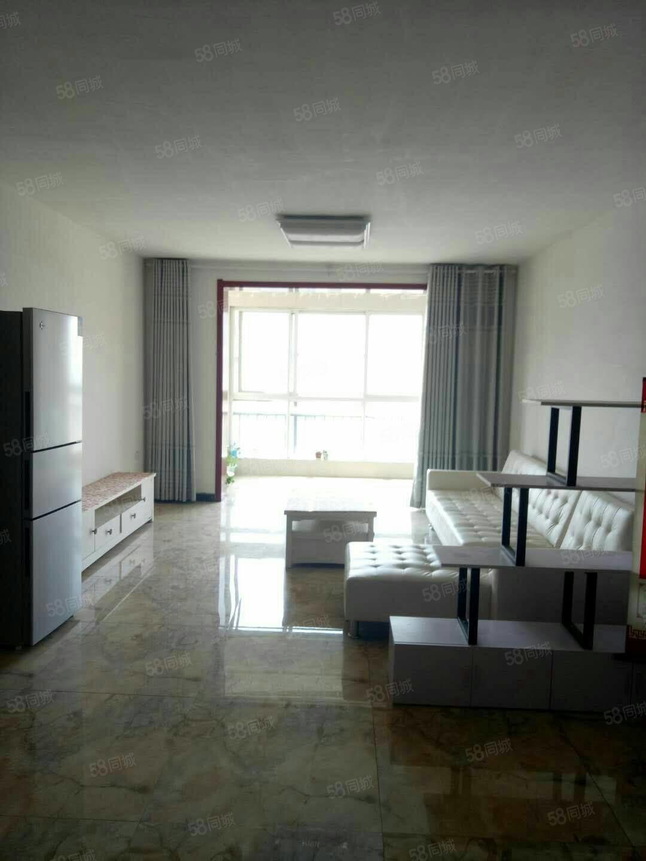 棕榈泉精装三室家具家电齐全拎包入住