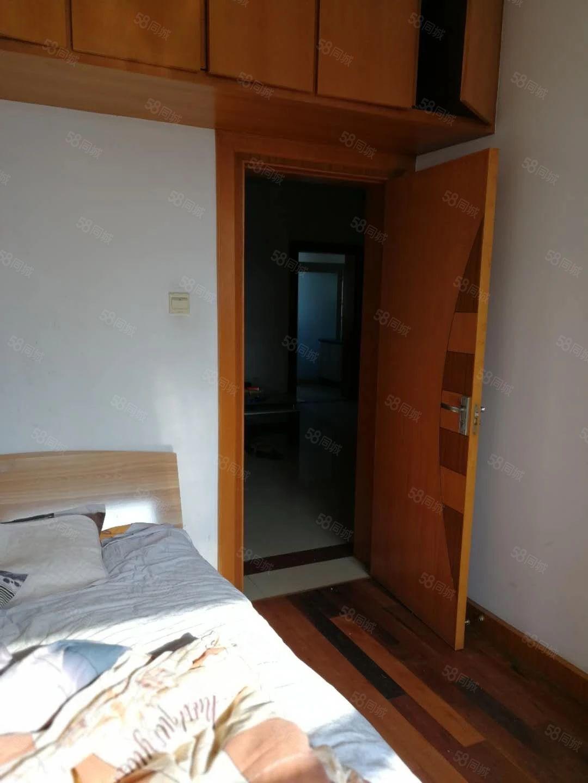 凤凰三村3室1厅简单装修