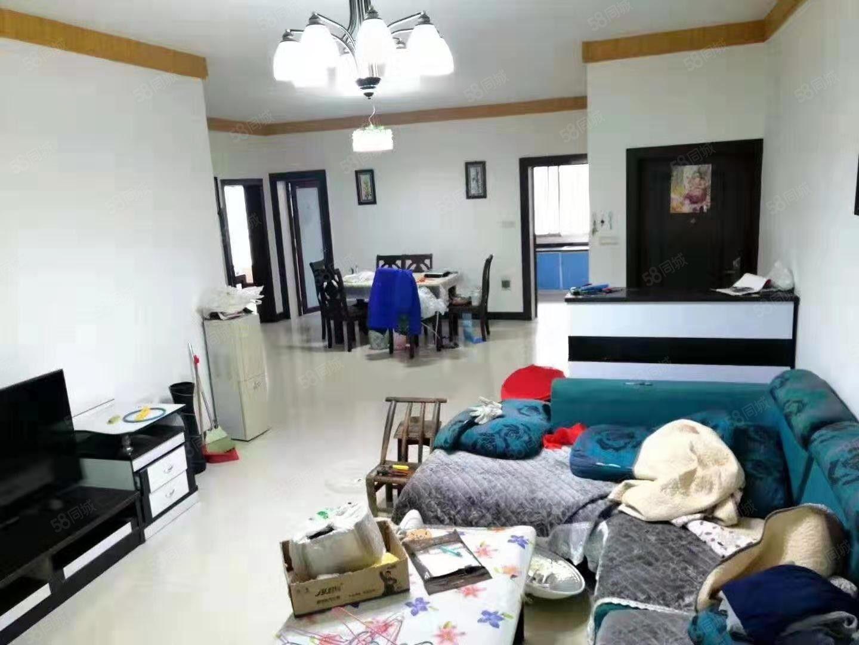 蓝波湾市中心步梯房,好地段诚心出租,精装修,直接拎包入住