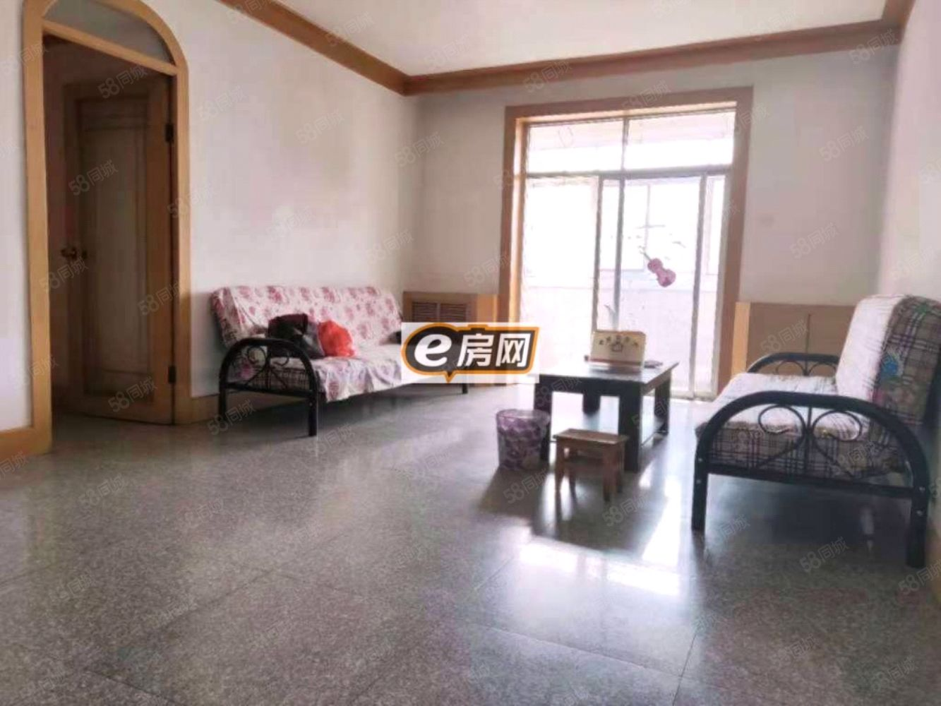 桥南锦绣花园简单家具,交通方便,水电暖齐全