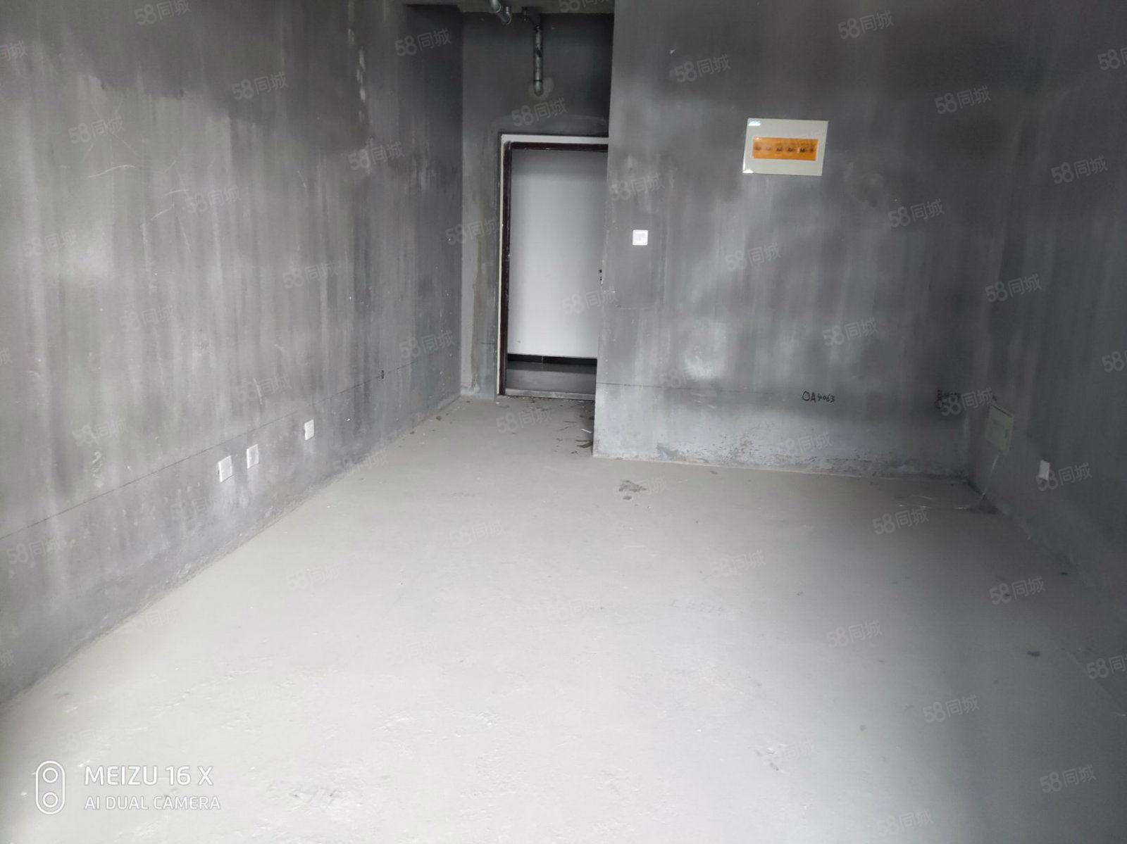 跳楼价格林绿色港湾毛坯一室户型方正中间楼层