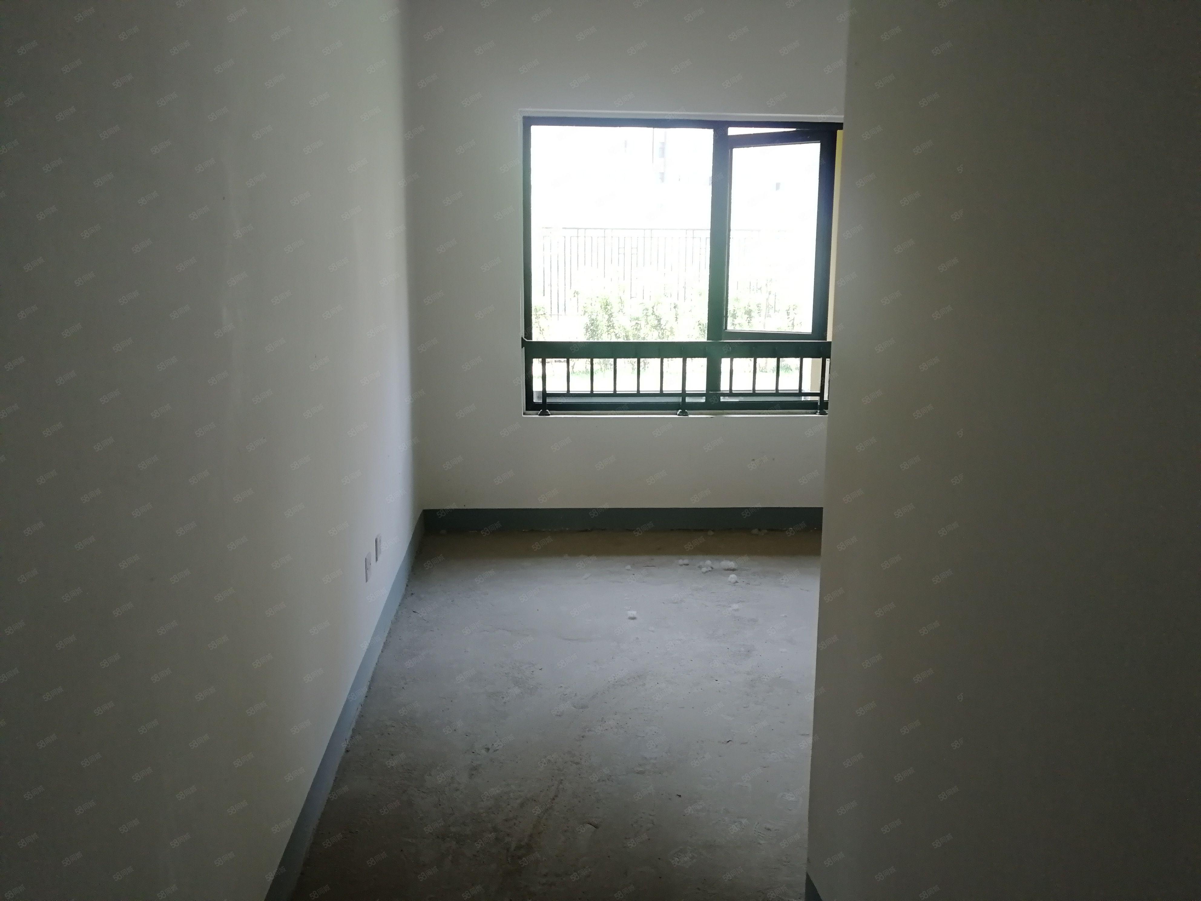 东区绿城百合一楼带院房东包税院子有70多平方