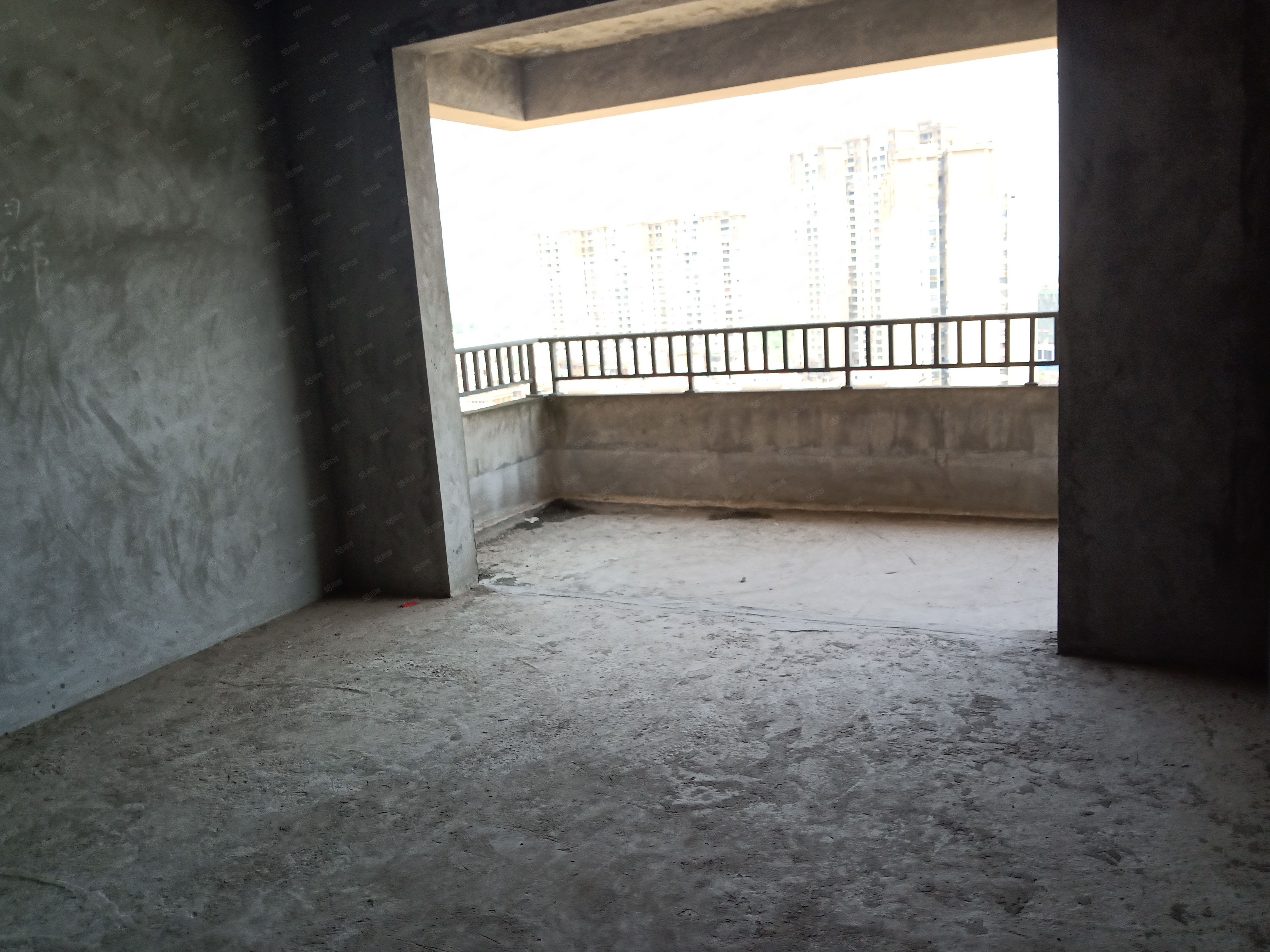 城西湿地公园友豪新世界对面电梯中层国际城,送面积大可做4室