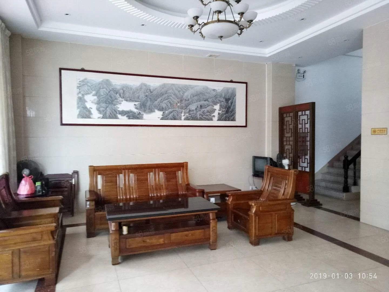 标准双人房可短租700元/月