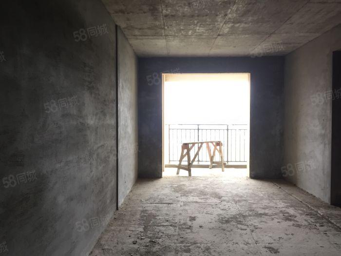 城东朝南电梯高层两房,三阳台,可拓展成三房