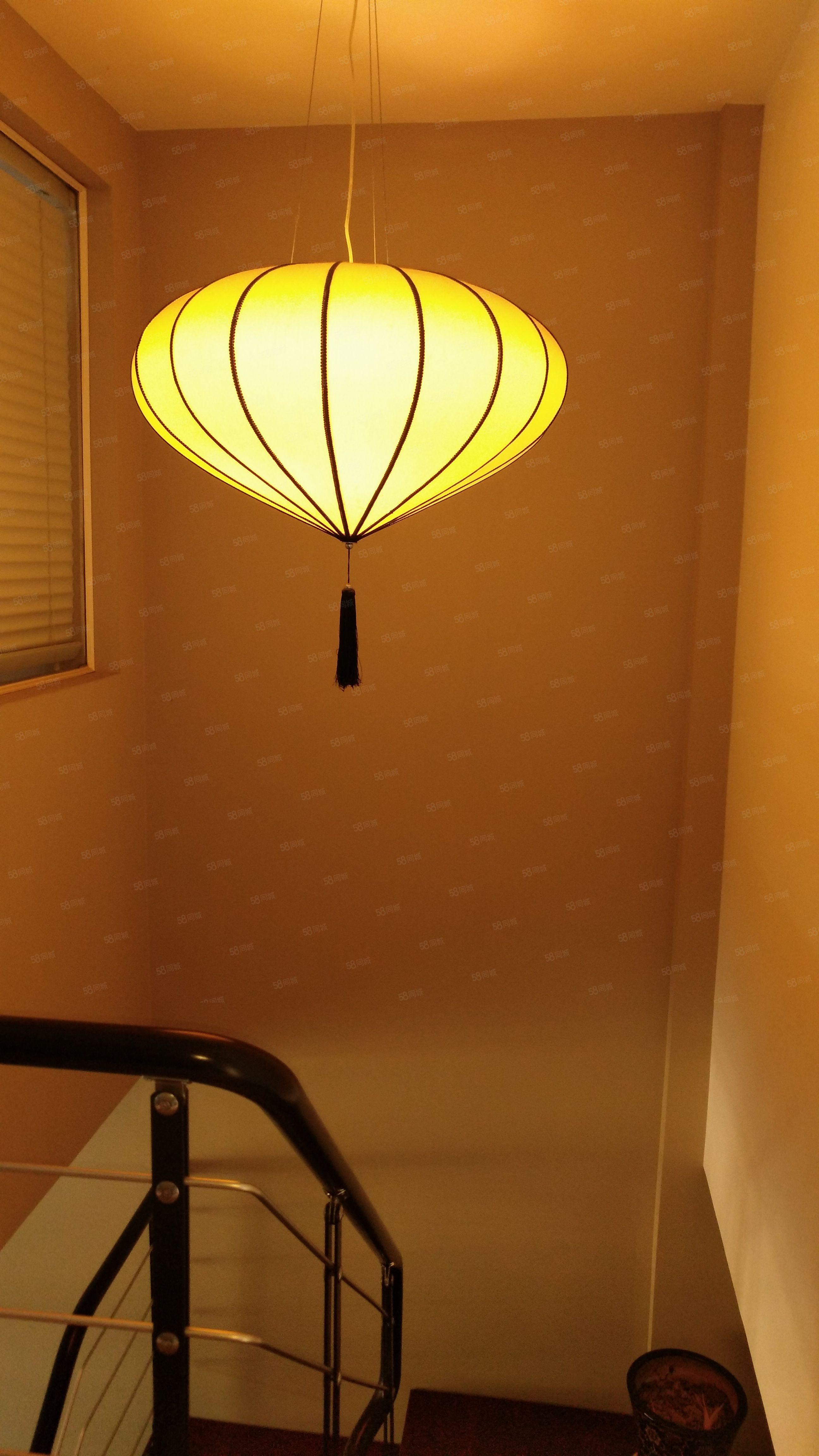 江华国际豪装复式楼两面采光家具家电齐全拎包入住