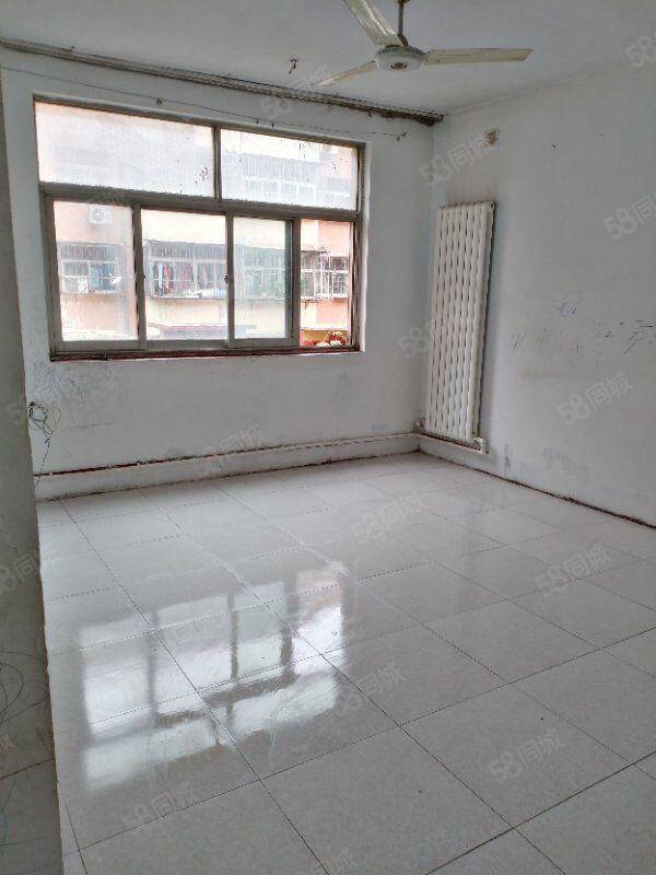 鲁东小区多层2楼,3室向阳好户型