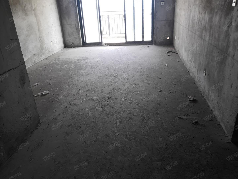 长江花城4期10楼140储毛坯3房户型好2房朝南.客厅通透.