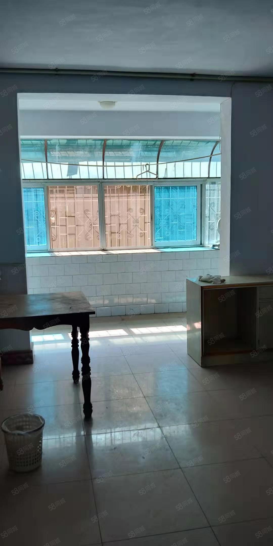 曙光小区健康楼层,三居室,简装,证满五年