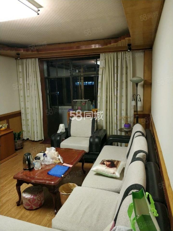 蔬菜巷3居室中等裝修帶家具熱水器可拎包入住月租1250元