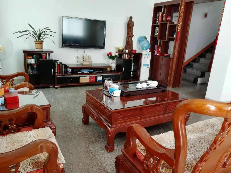 和平路三面采光栋房仅售198万元,带车库,保养新!