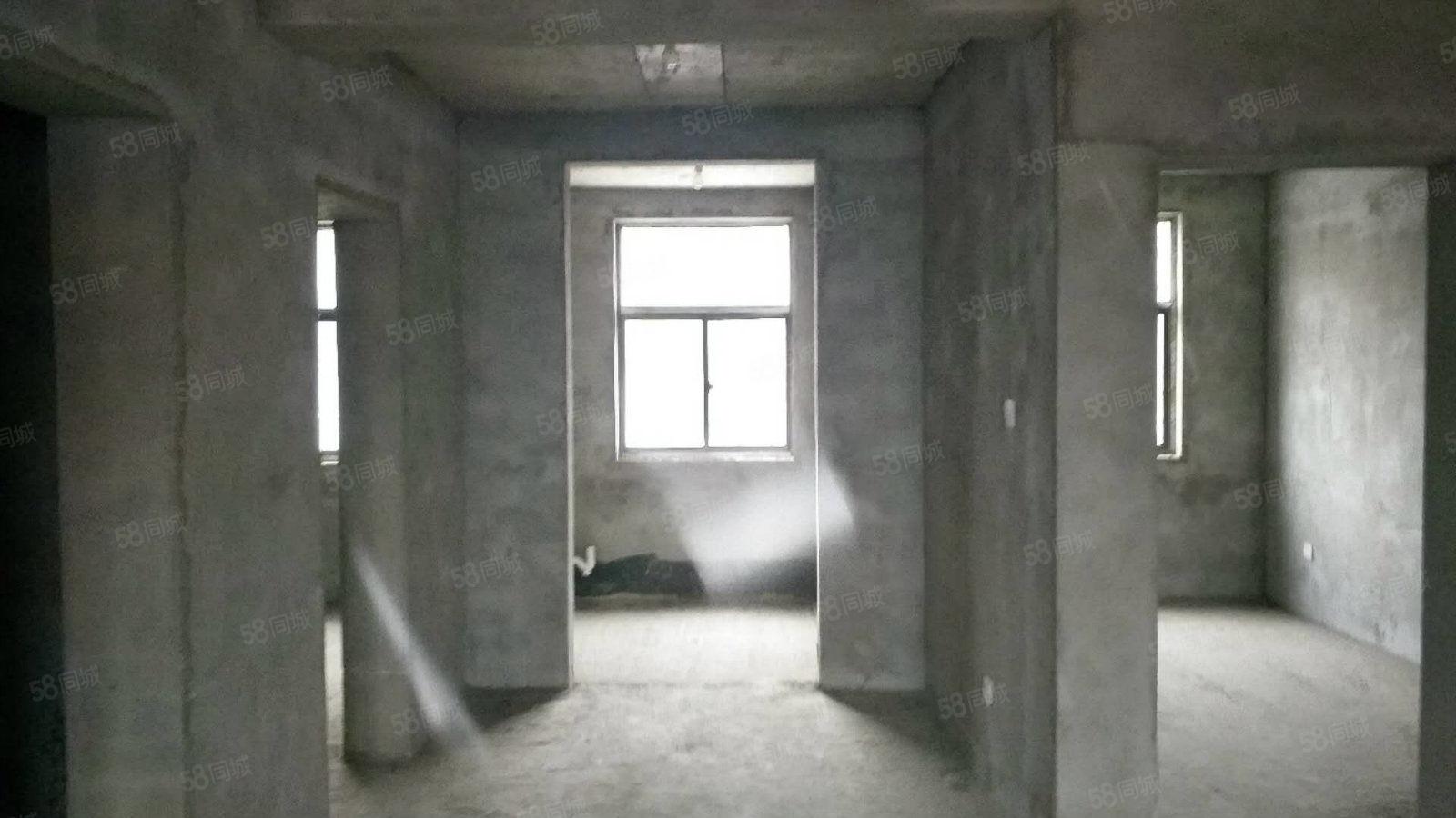 三角元综合大市场三室两厅出行方便首付无要求