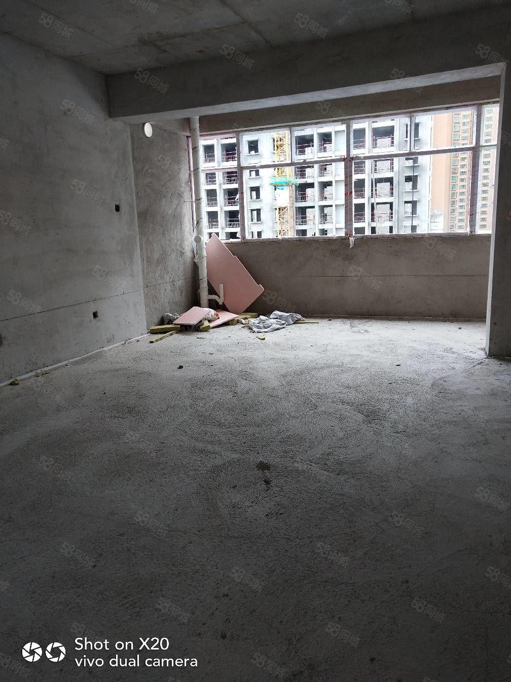 出售金泰润园三期。多套顶账房,大小面积都有,楼层好,户型好