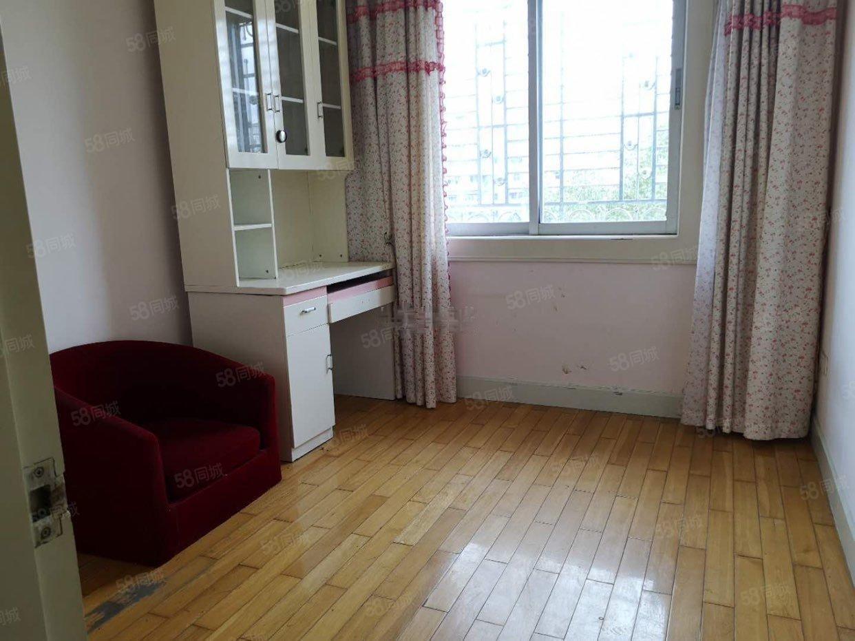 新城松园3室1厅2卫家电齐全看房有钥匙看上好谈