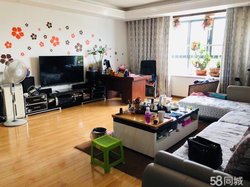 汝阳滨河小区157平大三室精装修