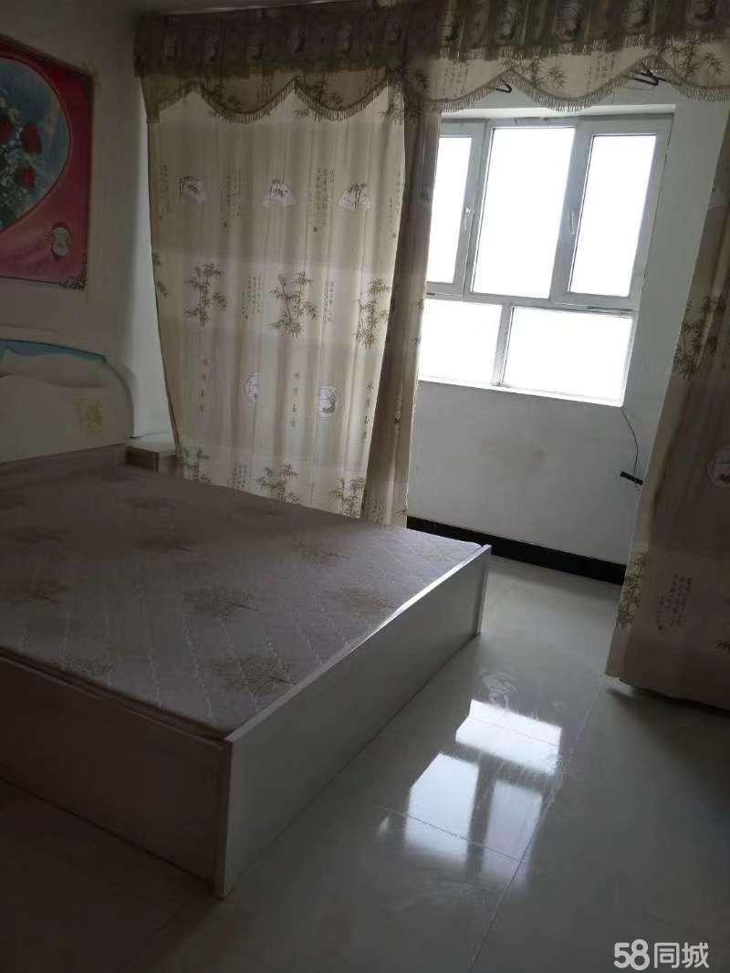 苹果苑五楼面积81.9平米两室两厅售价23万月供1142元