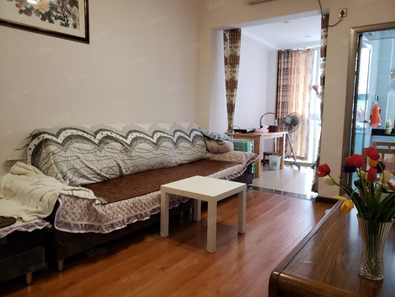 水晶城精装一室一厅出租1500刚出来的。