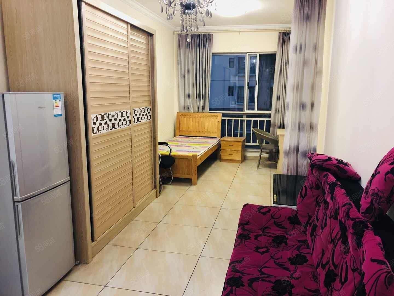 一中旁湖畔知城,单身公寓精装房,楼层好,只租900元!