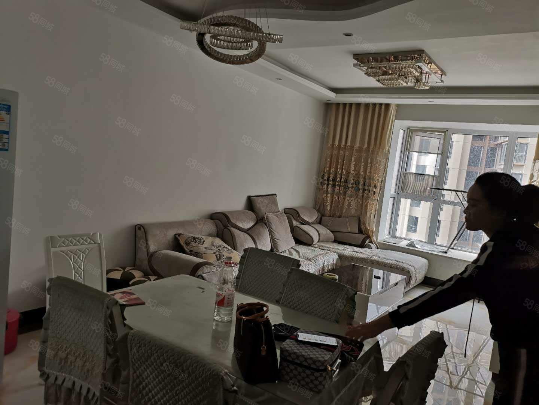 夢樂城精裝三房中層打包出售戶型方正采光好要求全款