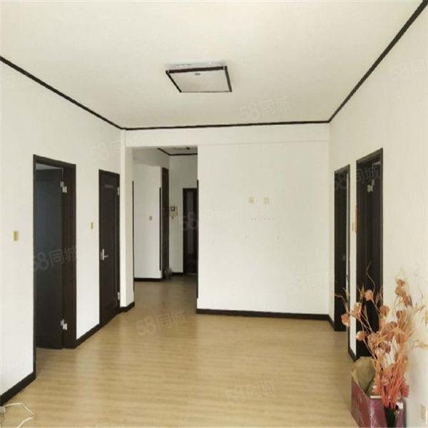 帝璟河畔138平三室两厅两卫精装大堂78.8万报价