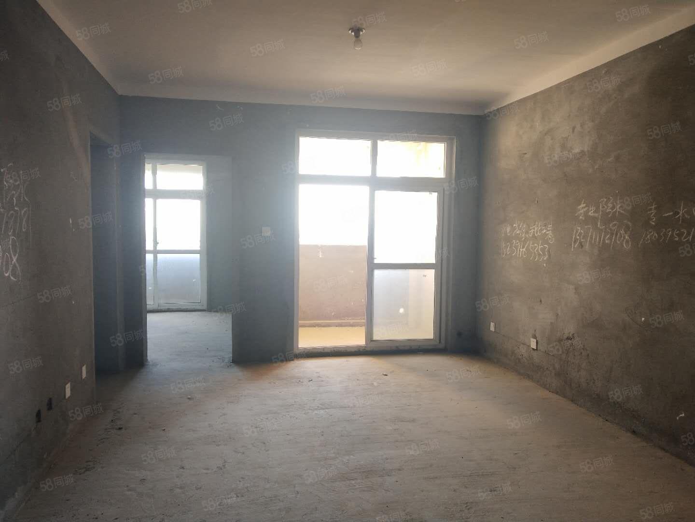 天明城毛坯小三室有证税满可以按揭两房的价位住三房