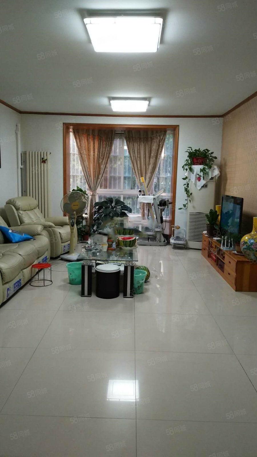 曹州路与迎宾路交叉口江南御景园多层1楼户型方正带储藏室