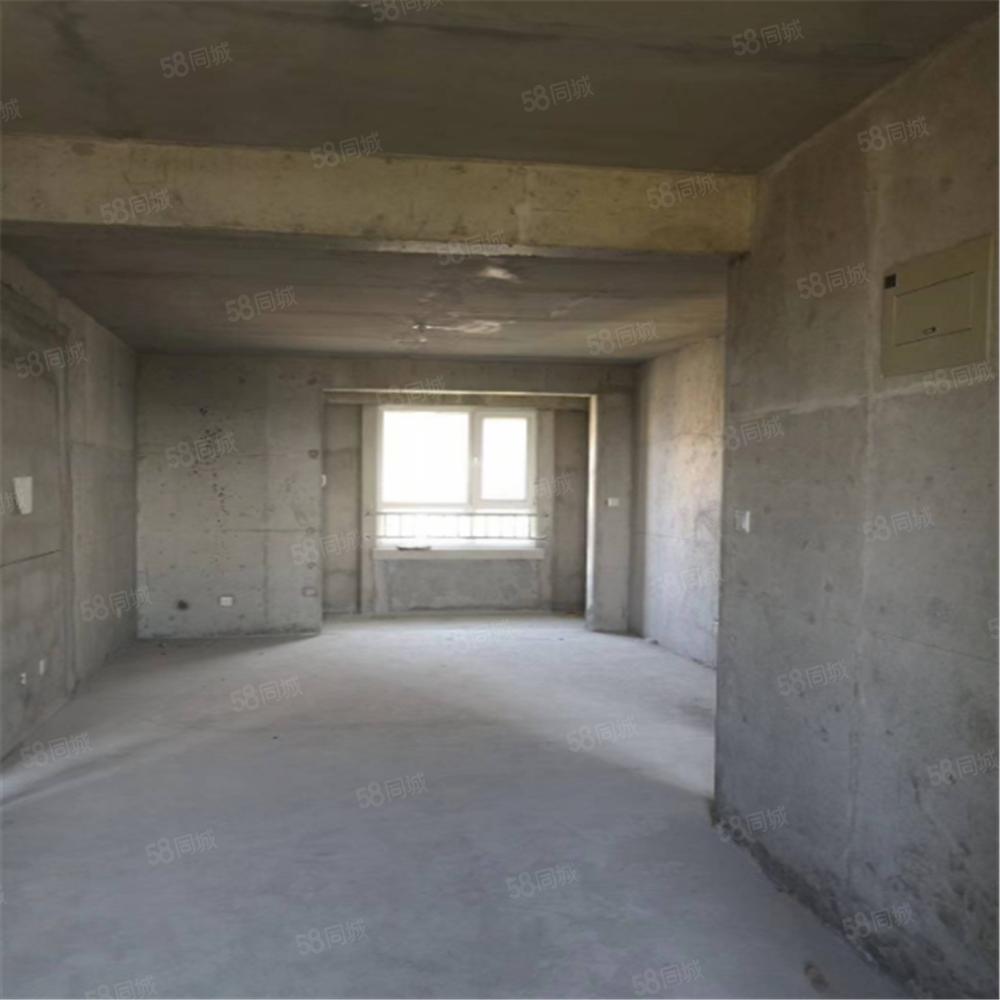 81号院送车位送地下室随意装修随时看房三居