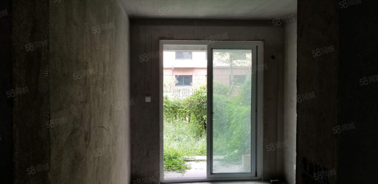 凤凰瑞园花园洋房毛坯小两居带大院?#21451;?#32769;,有意来电随时看房