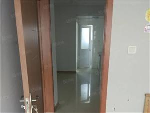 桂林路小区,5楼2室带车库,简单装修,欢迎预约看房。