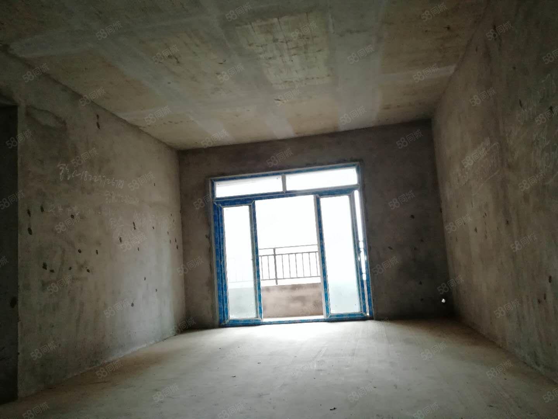 香山湖清水3房2卫,朝中庭,小区环境优美,出现方便,