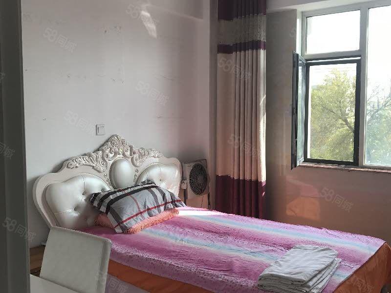 新河湾精装110平两居室家具家电齐全拎包入住