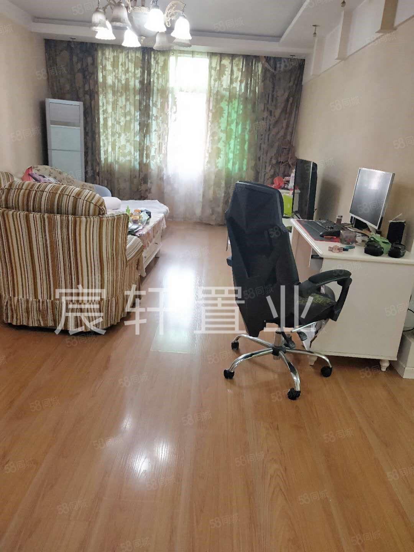 城东东城世纪园小区,大三室,精装修,送地上15平米大柴房拎包