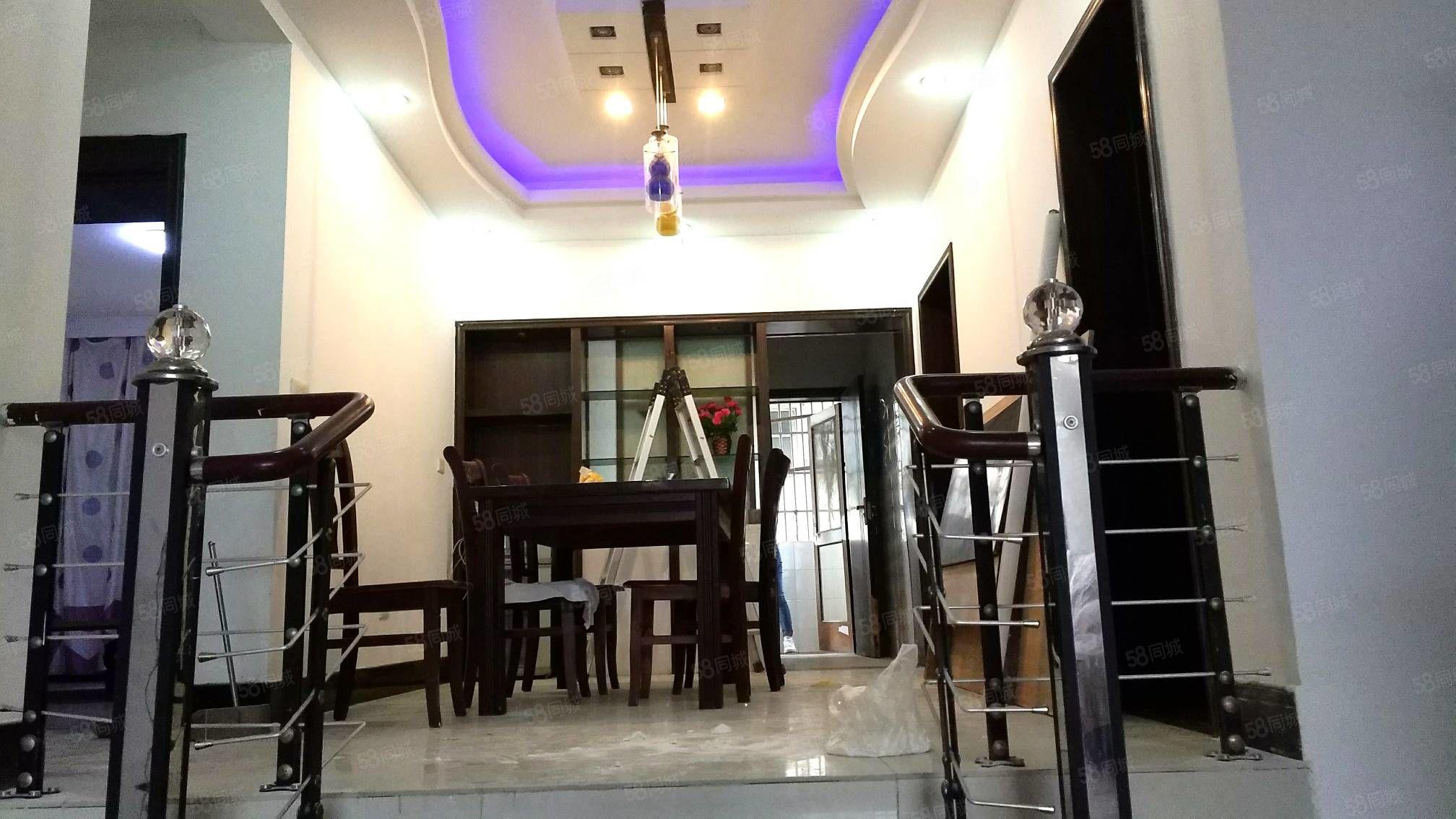 城东走楼梯中层三室好房,花园小区。