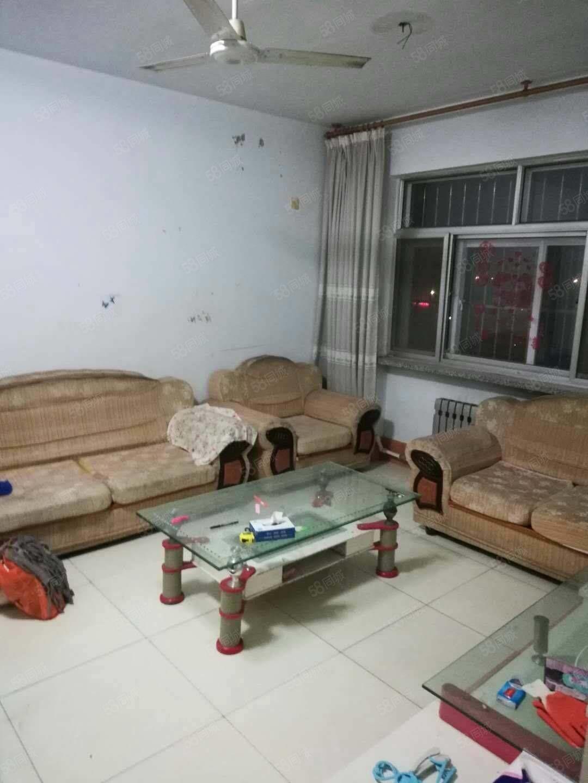 利津凤凰小区4楼3室简装带车位储藏室,1万元年