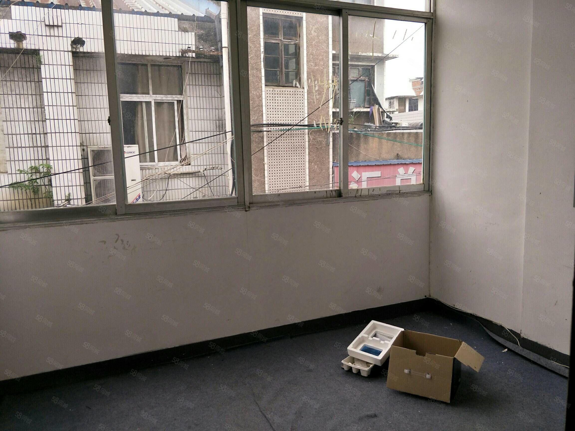 老城區廣場兩室一廳毛坯房59平米證全45萬