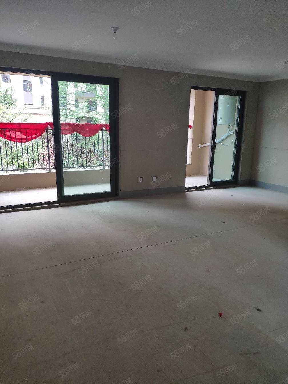 银盛泰博观新城,电梯洋房带产权车位,客厅开间七米二,走一手!