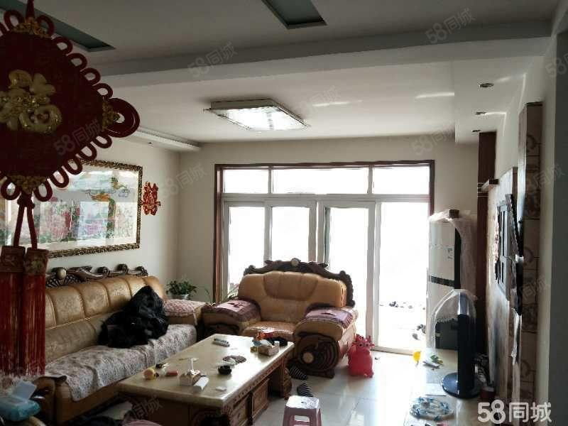 行政C区二楼,带两个储藏室,紧邻一中,家具家电齐全拎包入住