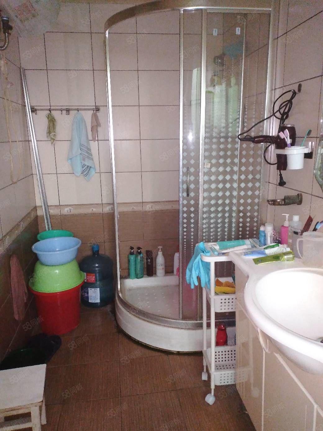 香港路路岛花园标准三室两厅好房出售