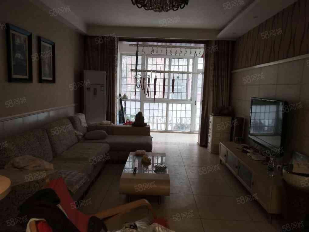 景秀北城一楼带前后院,2室2厅精装,有证满2可按揭!