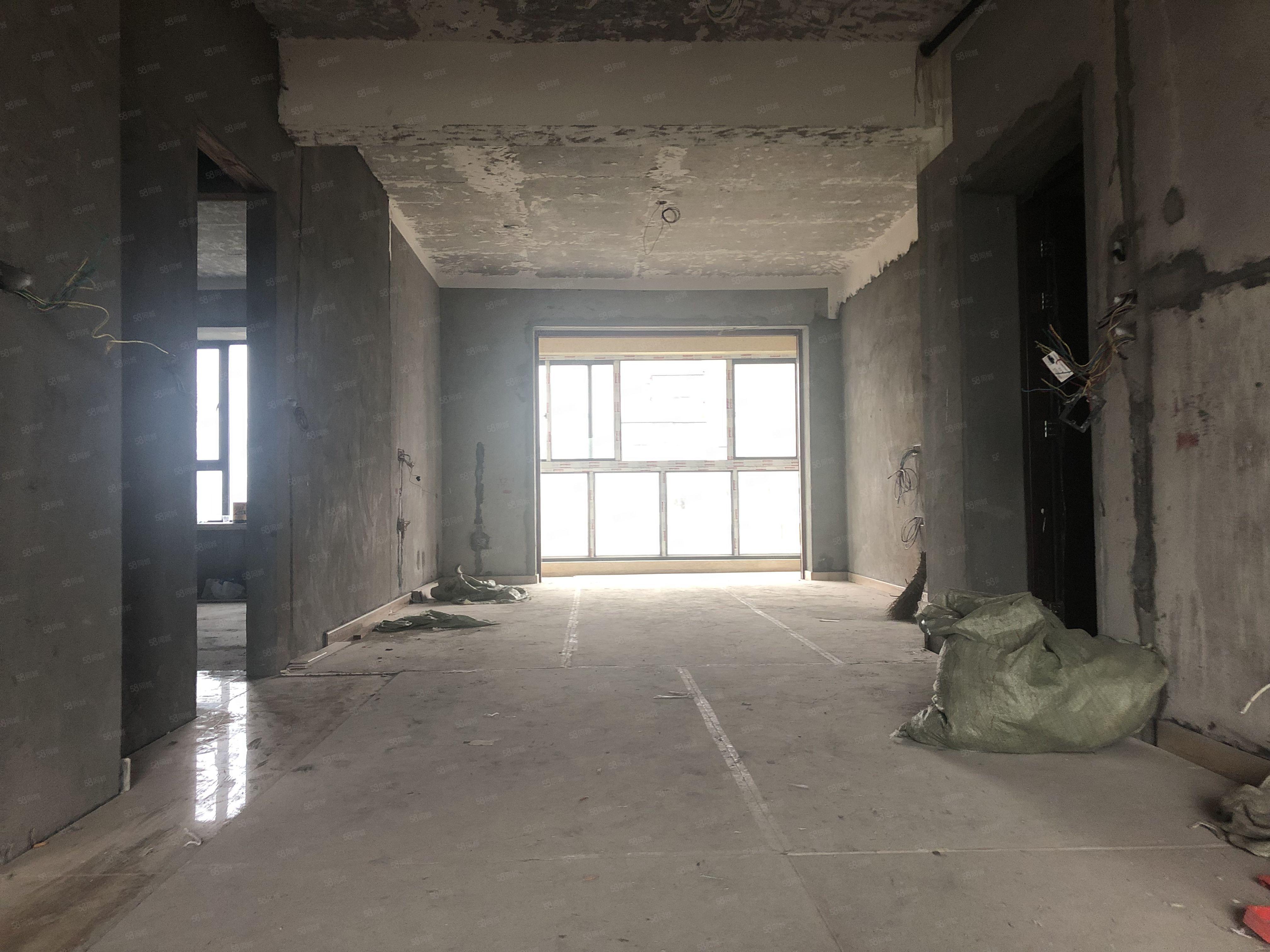 青草湾高层满2税少,水电瓷砖门窗厨房卫生间装好,后通透无遮挡