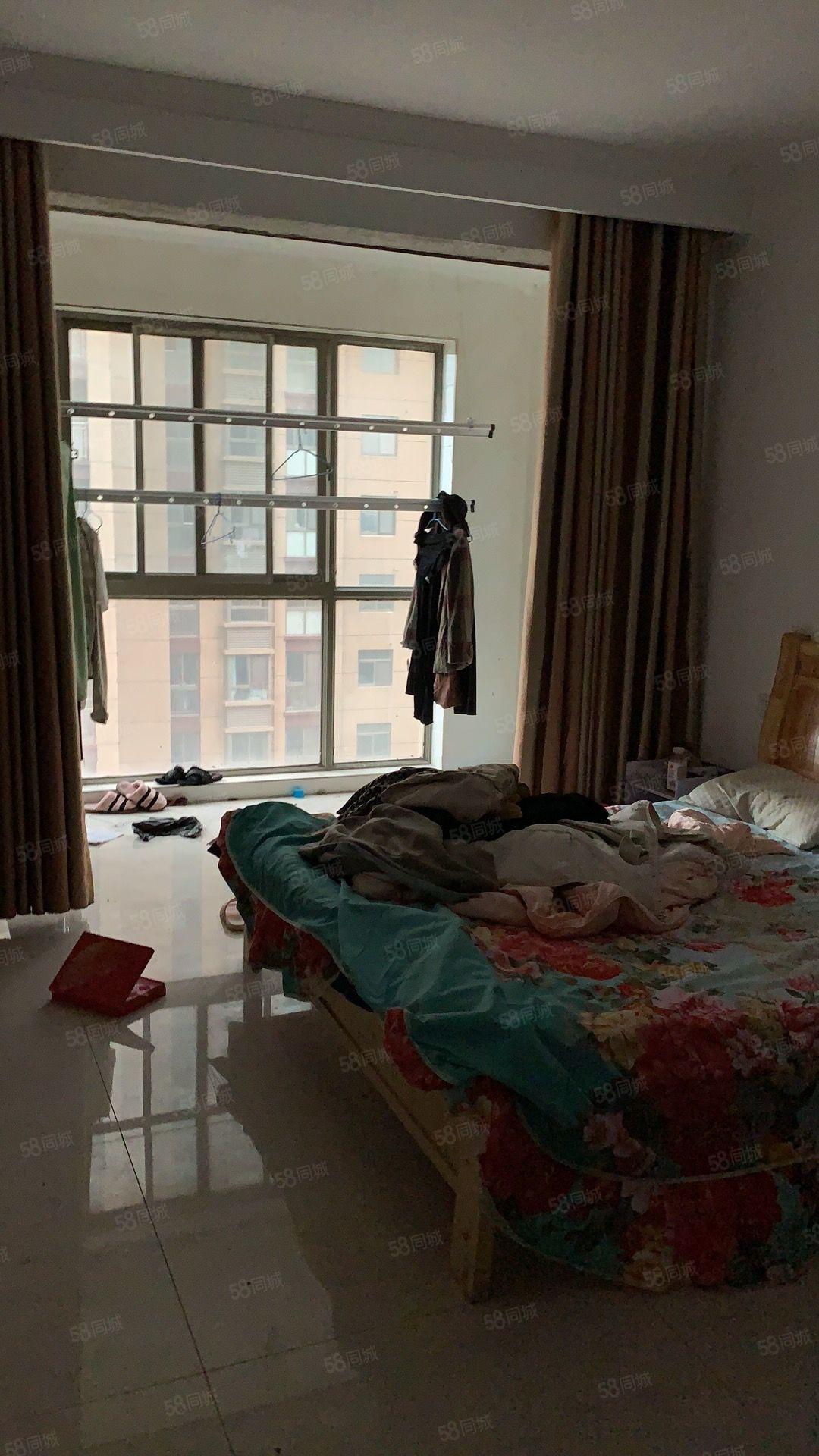 急租繁华地段晶宫小学旁位置好3房设备齐全拎包即住