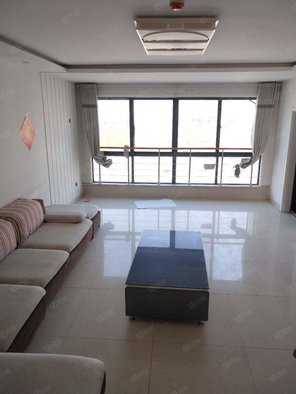 至尊门第精装三室两厅两卫家具家电齐全拎包入住欲租从速