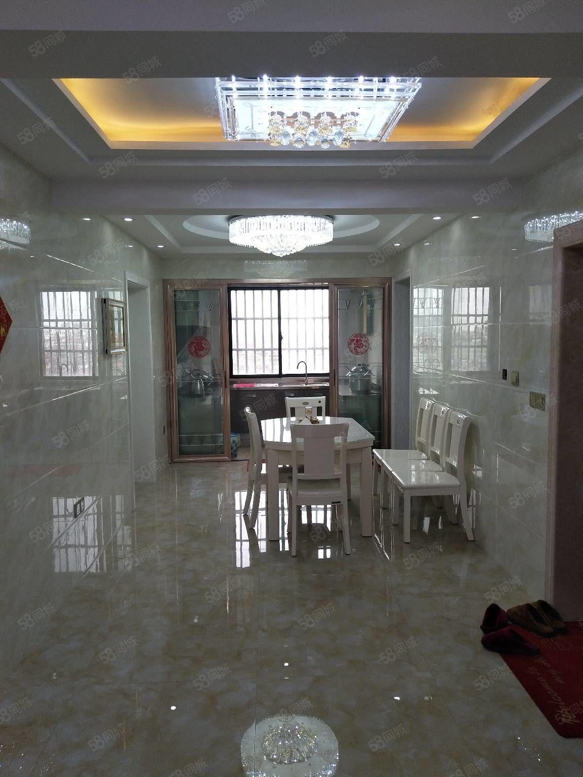 世纪新城10楼3室2厅2卫140平精装潢月租金2080元